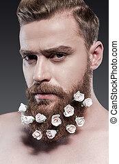 debout, homme, sien, bon, beard., sans chemise, jeune, contre, gris, regarder, quoique, appareil photo, prendre, fond, portrait, barbe, fleurs, soin, beau