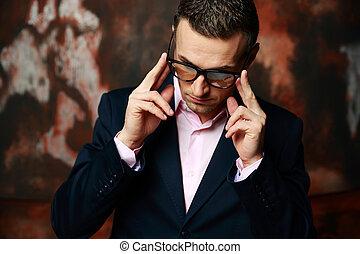 debout, industriel, sur, lunettes, mode, fond, frais, homme