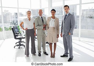 debout, ligne, groupe, professionnels