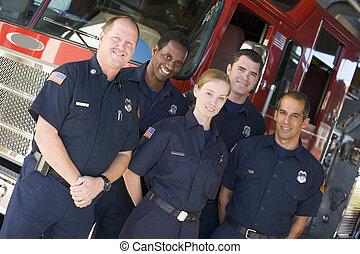 debout, moteur, brûler, pompiers, cinq, devant