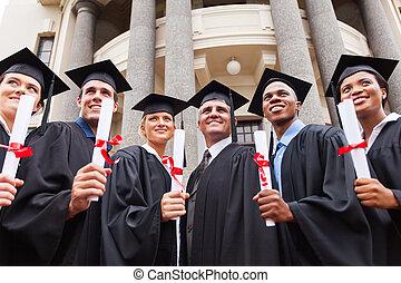 debout, multiculturel, doyen, groupe, diplômés