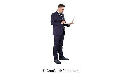 debout, ordinateur portable, arrière-plan., utilisation, homme affaires, blanc