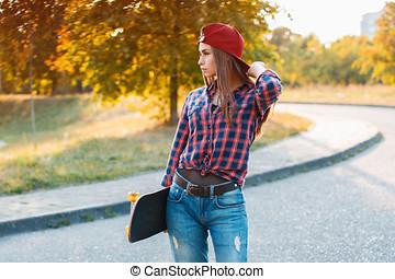 debout, parc, skateboard, jeune, ensoleillé, élégant, girl, jour