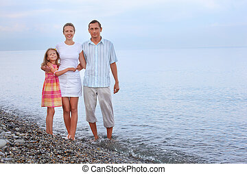 debout, peu, soir, famille, girl, plage, heureux
