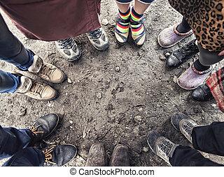 debout, pieds, cercle, gens
