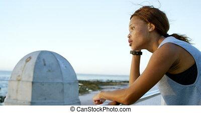 debout, plage, femme, fatigué, 4k