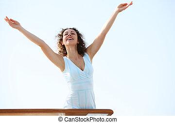 debout, pont, femme, beauté, croisière, haut, jeune, brunette, mettre, mains, paquebot