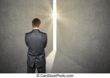 debout, porte, aimer, lumière, idée, regarder, clair, grand, devant, homme affaires, ampoule