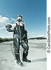 debout, porter, protecteur, masque gaz, femme, vêtements