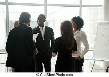 debout, professionnels, avoir, conversation, divers, sourire, tog