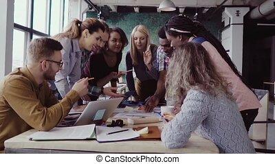 debout, project., groupe, gens fonctionnement, sommet, discuter., jeune, course, architectural, équipe, mélangé, table, vue