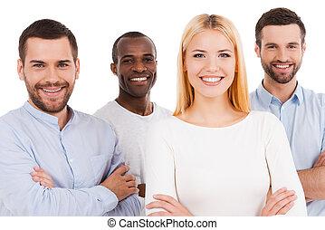 debout, regarder, quoique, gens, être, appareil photo, jeune, contre, liaison, quatre, team., autre, usure, fond, chaque, blanc, désinvolte, intelligent, heureux