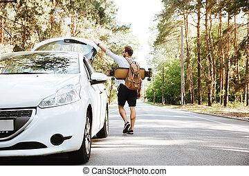 debout, regarder, skateboard, aside., voiture., dehors, homme