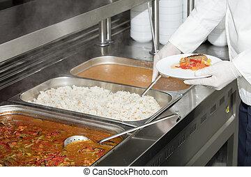 debout, service plein, chef cuistot, déjeuner, derrière, station