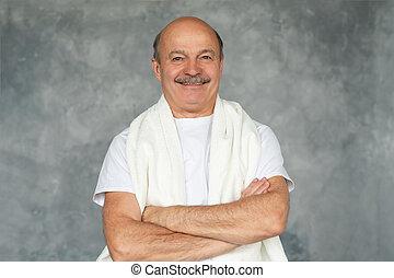 debout, serviette, après, hisanic, sourire., personne agee, rasage, blanc, homme