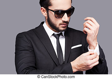 debout, sien, always, ajustement, jeune, formalwear, gris, quoique, manches, contre, fond, beau, style., homme