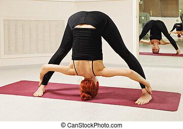 debout, tête, pose, yoga