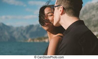 debout, voile, couple, yacht, lac, dehors, heureux, aimer