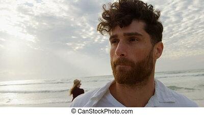 debout, vue, ensoleillé, caucasien, homme, 4k, jour, jeune, devant, plage