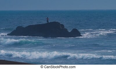 debout, wavebreaker, évalué, lotissements, grand, rocher, version, seul, pêcheur