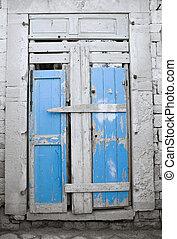 Decadent wooden frontdoor.