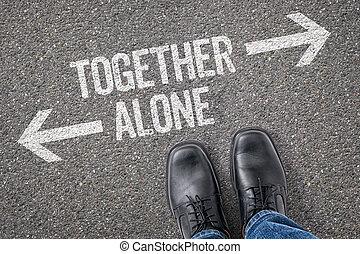 decisão, em, um, crossroad, -, junto, ou, sozinha
