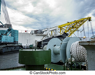 deck., pipe-lay, câble, pont, submersible, vessel., boom, treuil, pipes.