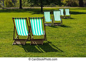 deckchairs, 在中, a, 公园