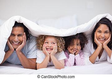 decke, verstecken, lächeln, familie, unter