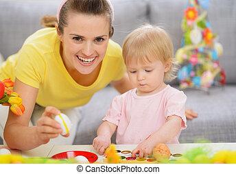 decorações, mãe, bebê, fazer, páscoa, feliz