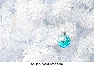 Decorate christmas tree