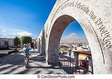Yanahuara viewpoint - Decorated arch at the Yanahuara...
