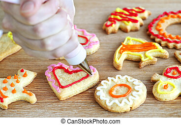 Decorating cookies - Decorating homemade shortbread cookies ...