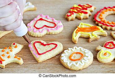Decorating cookies - Decorating homemade shortbread cookies...
