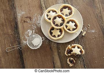 Decorative freshly baked Christmas mince pies - Overhead ...