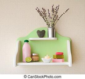 decorativo, mensola, con, lavanda, fiori vaso, e, cosmetica