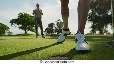 dehors, bas, balle, mâle, atteindre, trou, cours, golf, ...