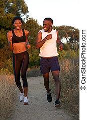 dehors, couple, américain, jeune, courant, africaine