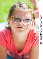dehors, enfant, sourire, lunettes, girl, heureux