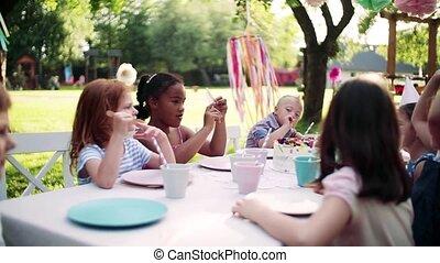 dehors, enfants, séance, table jardin, fête, summer., petit