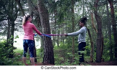 dehors, exercice, bois, nature., couple, jeune, élastique, bandes