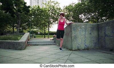 dehors, exercice, ville, stretching., femme, jeune