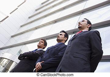 dehors, groupe, hommes affaires, bureau