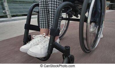 dehors, maman, équitation, fille, fauteuil roulant