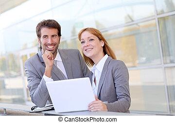 dehors, réunion, bureau, professionnels