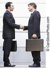 dehors, réunion, hommes affaires, bureau