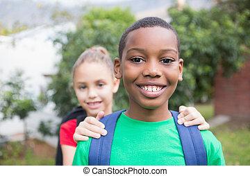 dehors, sourire, appareil photo, élèves