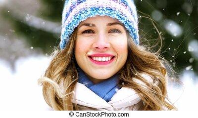 dehors, sourire heureux, portrait femme, hiver