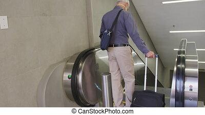 dehors, station, métro, homme masque, sur, coronavirus, ...