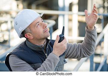 dehors, talkie-walkie, mâle, ouvrier, utilisation